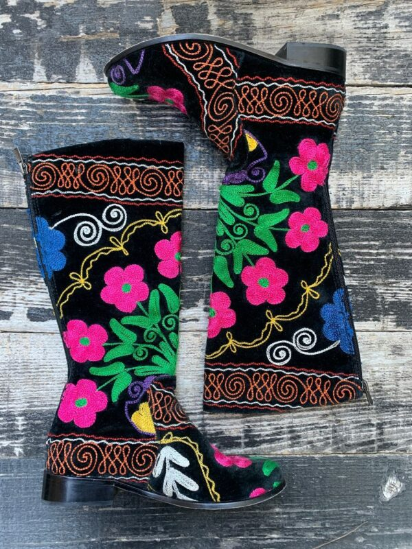 product details: BEAUTIFUL  FLORAL HAND-EMBROIDERED LOW HEEL  ZIP KNEE HIGH BOOTS photo