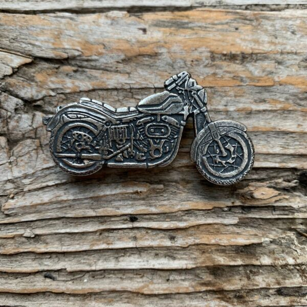 product details: VINTAGE DEADSTOCK CLASSIC RETRO MOTORCYCLE HEAVY METAL BIKER PIN photo