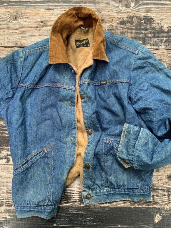 product details: WRANGLER DENIM TRUCKER JACKET W/ SHERPA LINING AND CORDUROY COLLAR AS-IS photo