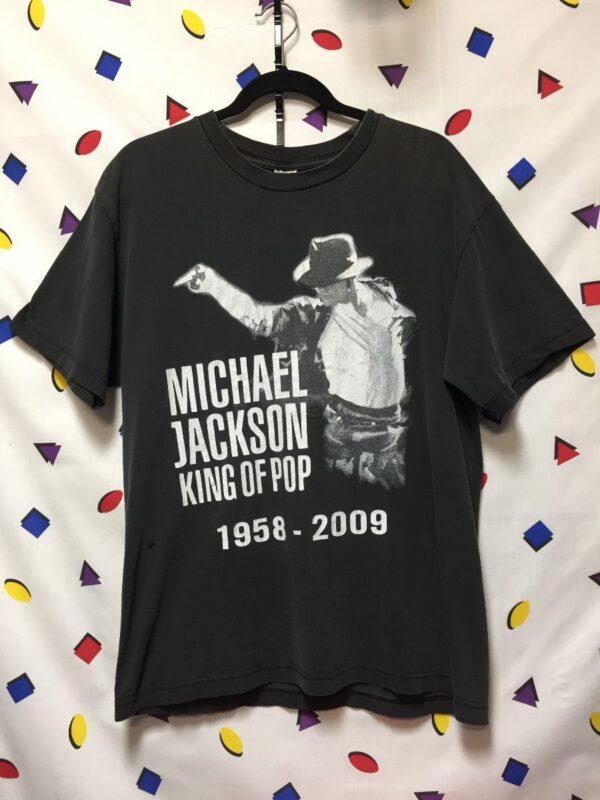 product details: MICHAEL JACKSON KING OF POP REST IN PEACE LIFETIME TSHIRT photo