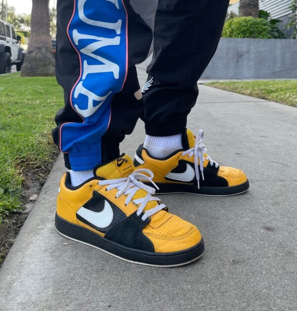 product details: NIKE ZOOM TEAM EDITION TAXI NEW YORK BIG YELLOW BLACK DUNK LOW SB photo