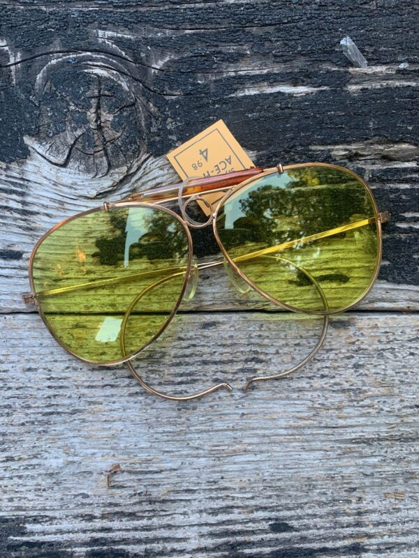 product details: DEADSTOCK CLASSIC GOLD FRAME YELLOW LENSE AVIATOR PILOT GLASSES NOS NWT photo