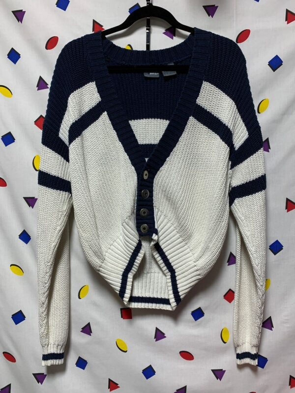 product details: CROPPED CHUNKY KNIT CARDIGAN SWEATER SILVER BUTTONS 2-47 photo