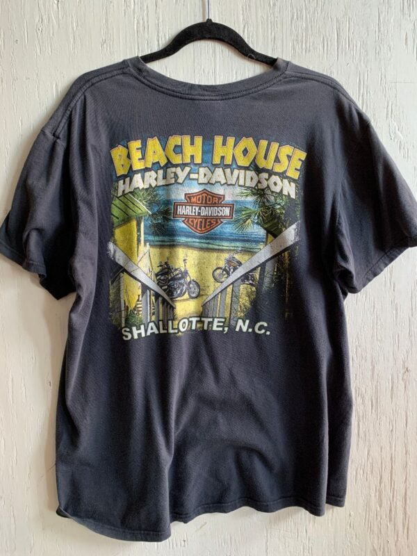 product details: HARLEY DAVIDSON BEACH HOUSE SHALLOTTE, N.C. BIKES ON BEACH GRAPHIC T-SHIRT - AS IS photo