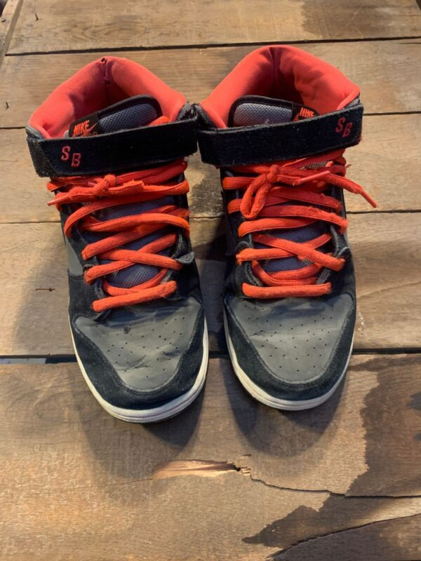 product details: NIKE DUNK SB MID BLACK MEDIUM GREY W/ LASER CRIMSON TRIM AND LACES AS-IS photo