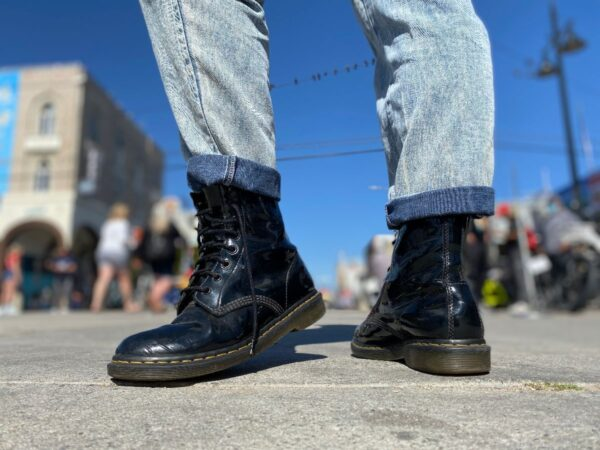 product details: 1460 PATENT LEATHER AIRWAIR DR. MARTENS photo