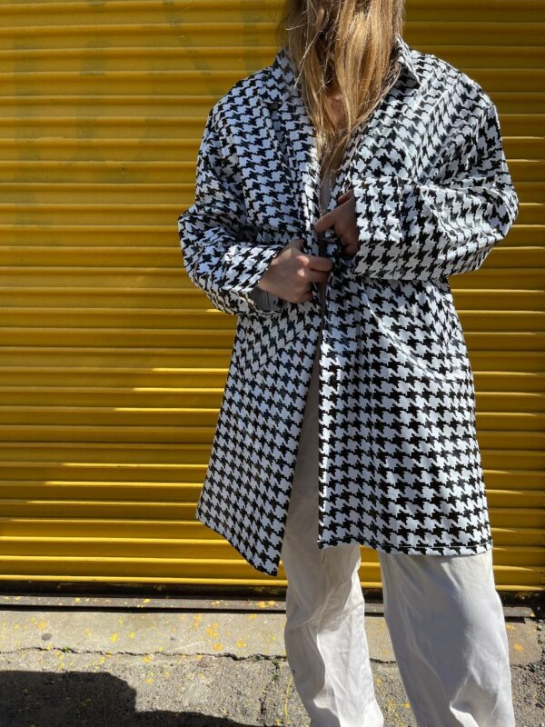 product details: 3-13 HOUNDSTOOTH PVC RAIN COAT WITH FRONT SNAP BUTTONS AND SHOULDER PADS photo