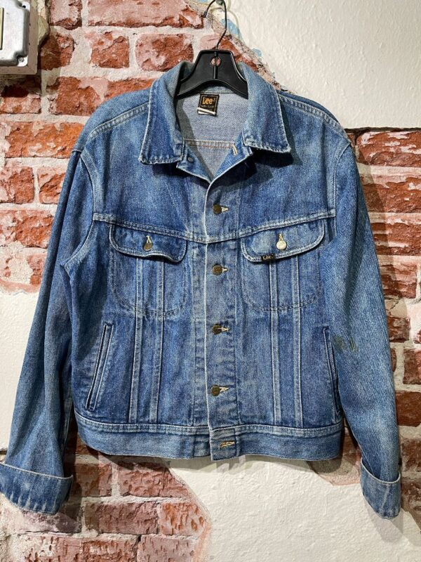 product details: LEE SOLID PLEATED BUTTON DOWN DENIM JACKET -AS IS photo