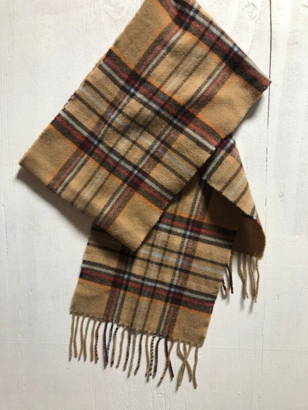 product details: EDINBURGH LAMBSWOOL PLAID FRINGE SCARF- CASTLEHILL,THE ROYAL MILE photo