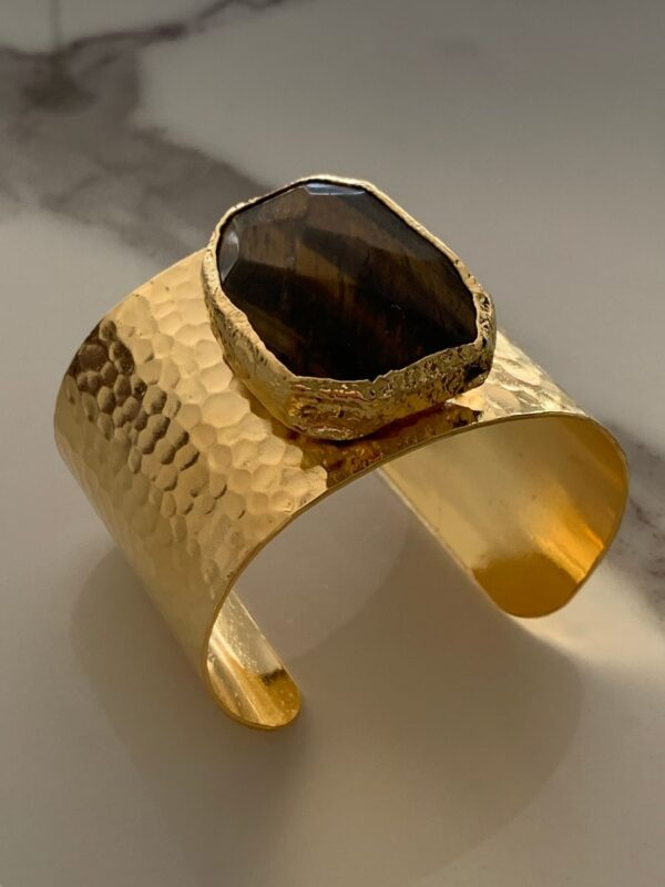 product details: HAMMERED CUFF BRACELET WITH LARGE FACETED TIGERS EYE AGATE STONE photo