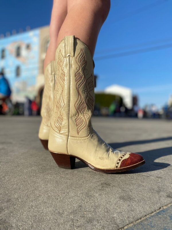 product details: BEAUTIFUL COWBOY BOOTS WITH CLASSIC VERTICAL WAVE EMBROIDERY AND SNAKE SKIN LEATHER TIP AS-IS photo