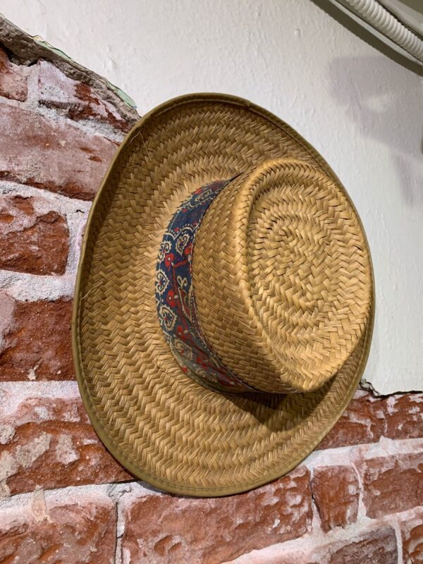 product details: STRAW BOATER HAT W/ PAISLEY PRINT WRAP AROUND FABRIC photo