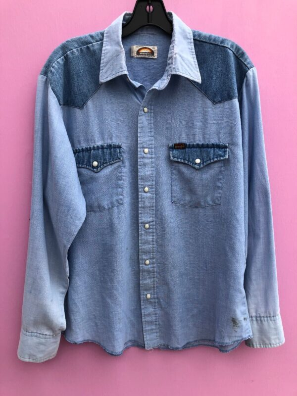 product details: WRANGLER CHAMBRAY DENIM INLAY WESTERN LONG-SLEEVE BUTTON-UP SHIRT photo