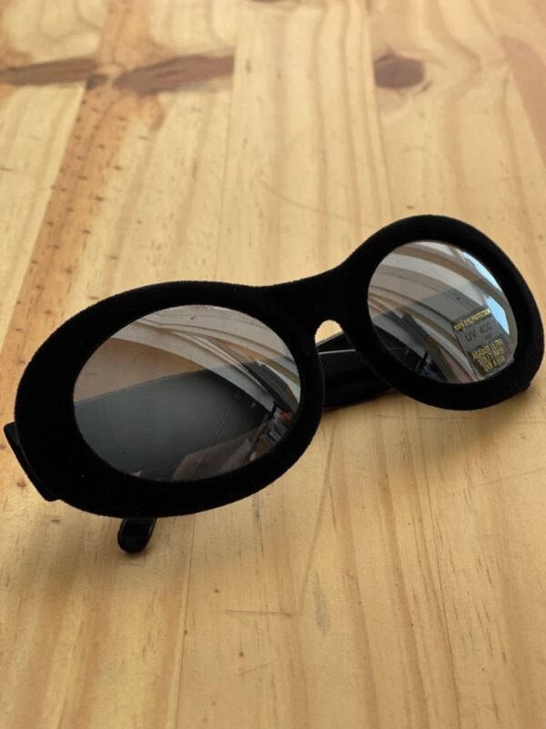 product details: BLACK VELVETEEN OVAL MIRROR LENS SUNGLASSES photo