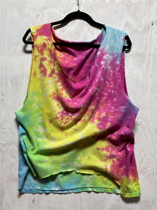 product details: TIE-DYE CROPPED DEEP SCOOP NECK SLEEVELESS TEE photo