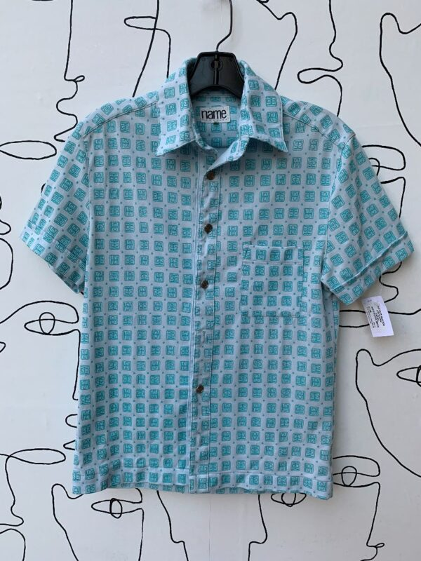 product details: RETRO ABSTRACT SQUARE EMBLEM PRINT CUFFED SHORT SLEEVE BUTTON UP SHIRT photo