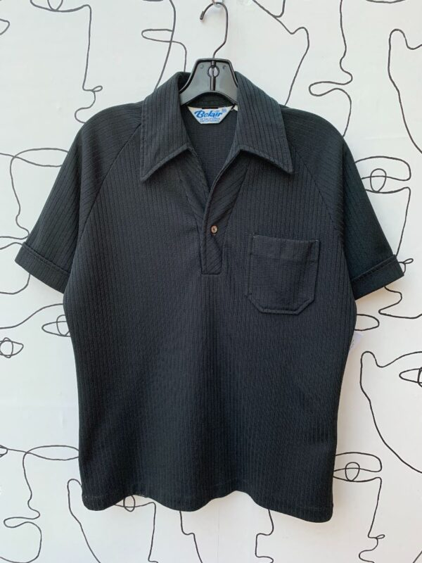 product details: RETRO SOLID RIBBED SINGLE POCKET SHORT SLEEVE COLLARED PULLOVER SHIRT photo