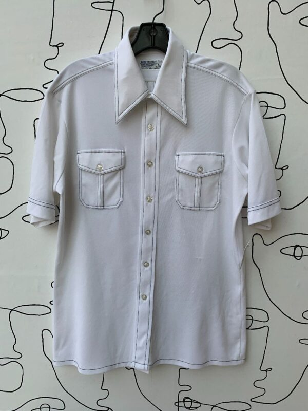 product details: 1970S THIN POLYESTER CONTRAST STITCH POINTED COLLAR SHORT SLEEVE BUTTON UP SHIRT photo