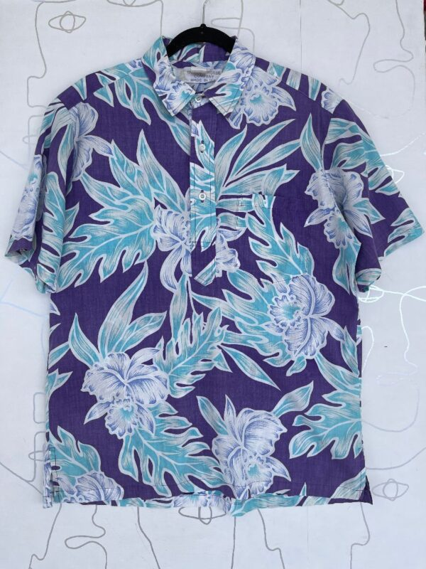 product details: TROPICAL HIBISCUS FLOWER & LEAF PRINT SHORT SLEEVE BUTTON UP SHIRT photo