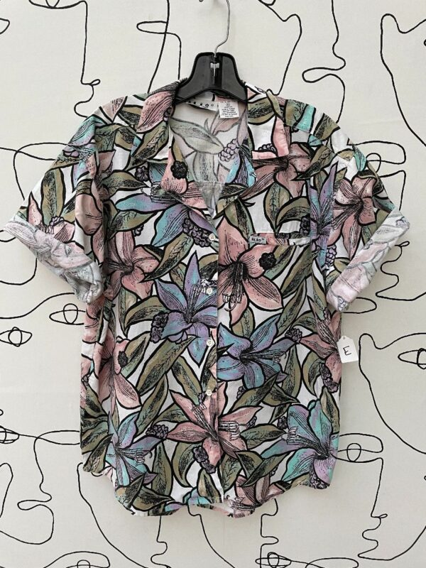 product details: 1980S PASTEL FLORAL ALLOVER LILY PRINT BUTTON UP TOP photo